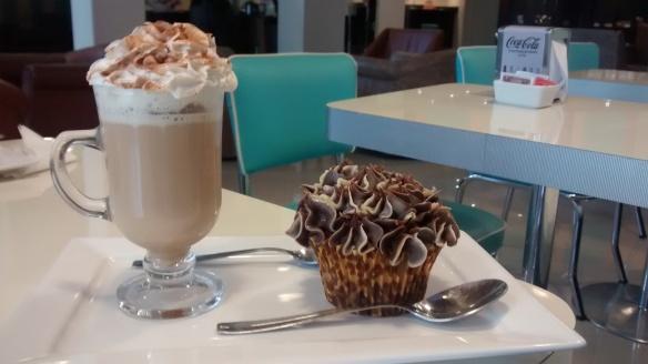 Café e cupcake da Sweez Caxias
