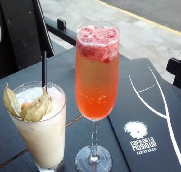 Drinks no Café de La Musique Caxias