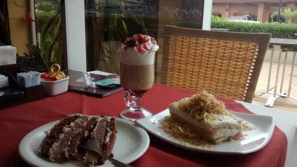 Torta Dolce Gusto, Café Sensação e sanduíche de frango com batata palha na Dolce Gusto, em Bento