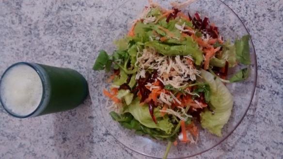 Salada e suco funcional