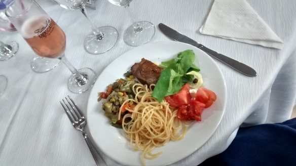 Um dos pratos montados com a sequência sugerida pelo festival. Foto: Kelly Pelisser