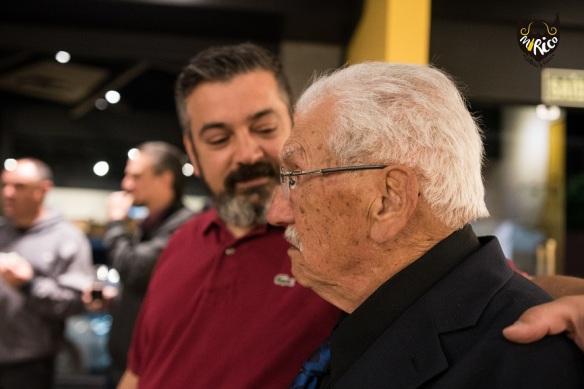 Olha que querido: o seu Mirico e o neto Miguel, proprietário da loja. Foto: Luiz Henrique Bisol Ramon, divulgação