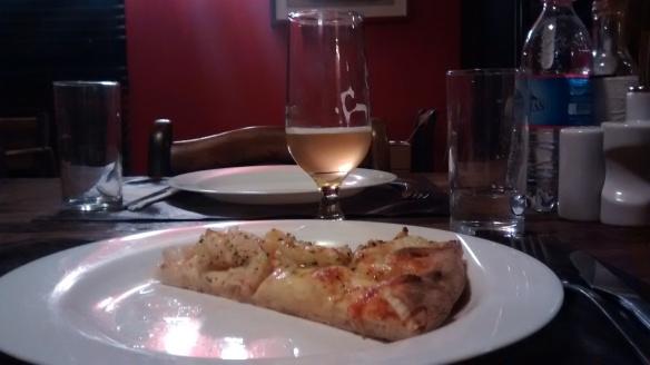 Morri com essa pizza de lagostim da Nella Pietra! Mas, cerveja pode combinar com qualquer tipo de pizza. Foto: Kelly Pelisser