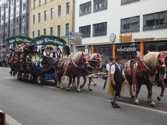 Desfile na abertura da Oktoberfest de Munique, na Alemanha. Foto: Kelly Pelisser