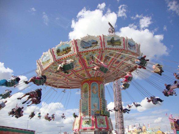 Parque de diversões da Oktoberfest de Munique, na Alemanha. Foto: Kelly Pelisser