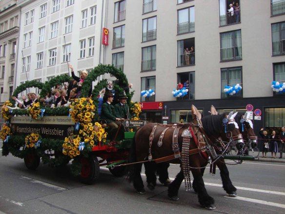 Desfile no primeiro domingo da Oktoberfest de Munique, na Alemanha. Foto: Kelly Pelisser