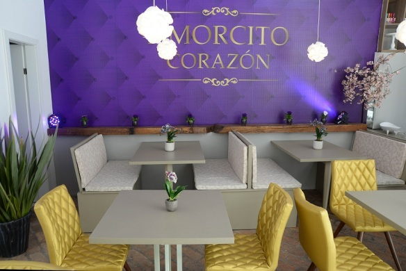 Novo espaço no bairro São Pelegrino é café e ambiente para festas. Foto: Kléber Maurício, divulgação