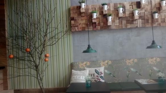 Decoração tem motivos da natureza e, claro, bergamotas. Foto: Kelly Pelisser