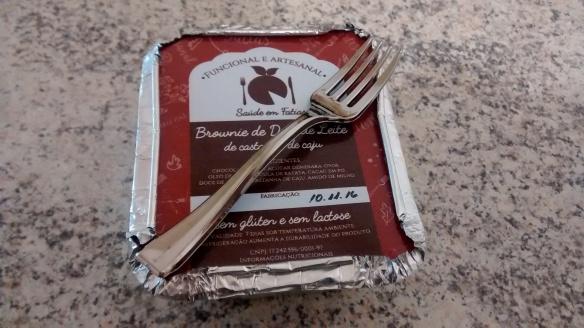 Olha que amor: o brownie vem junto com um garfinho de plástico. Foto: Kelly Pelisser