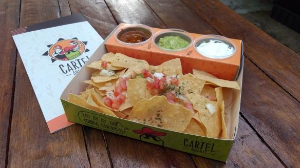 Minha escolha: nachos com molhos e acompanhamentos tradicionais. Foto: Kelly Pelisser