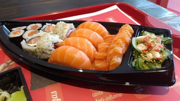 Combo 4 tem variedade interessante e salmão fresquinho. Foto: Kelly Pelisser