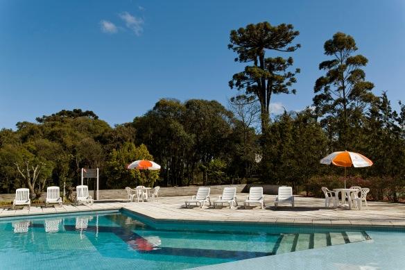 Piscina do hotel Intercity Caxias pode ser aproveitada por meio de pagamento de taxa. Foto: Alain Brugier, divulgação